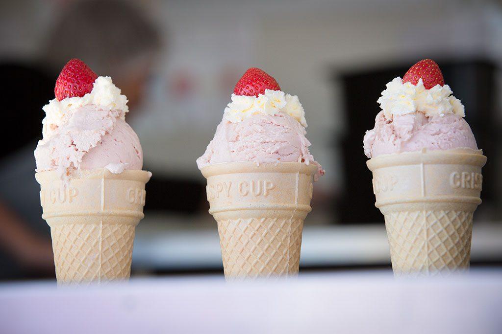 ekka strawberry sundae